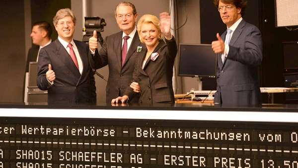 On October 9, Schaeffler successfully completes its initial public offering under the motto